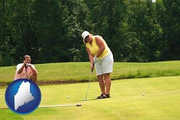 a golf putting lesson on a golf course - with Maine icon